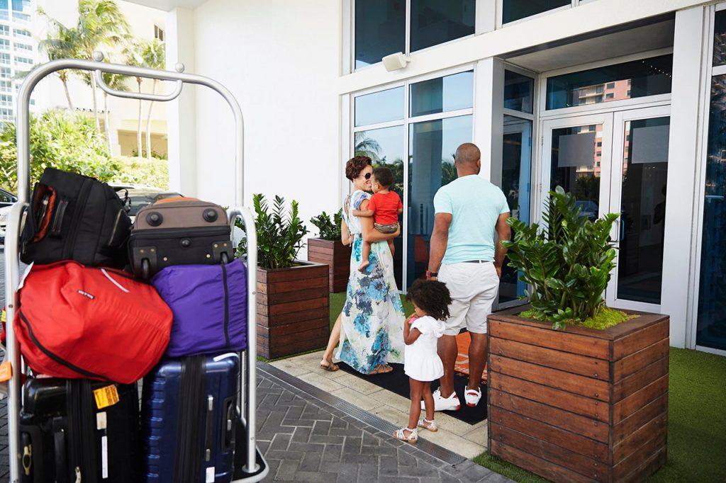 family-hotel-check-in